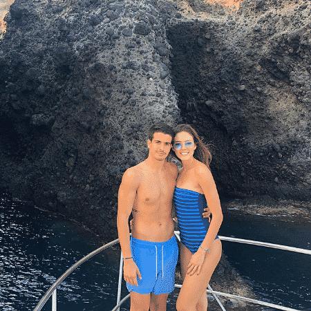 Enzo Celulari e a namorada,  Victória Grendene, na Grécia - Reprodução/Instagram