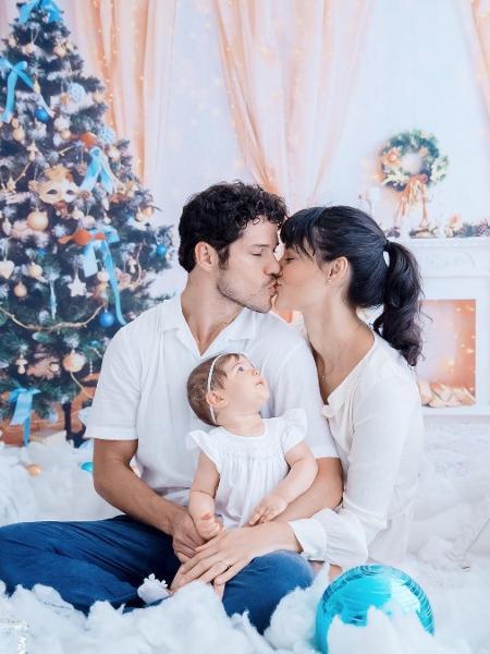 José Loreto e Débora Nascimento com a filha, Bella - Reprodução/Instagram