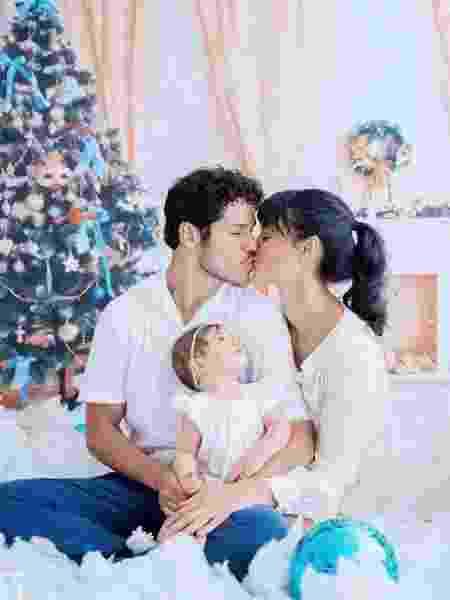 José Loreto e Débora Nascimento posam para foto natalina com a filha, Bella - Reprodução/Instagram