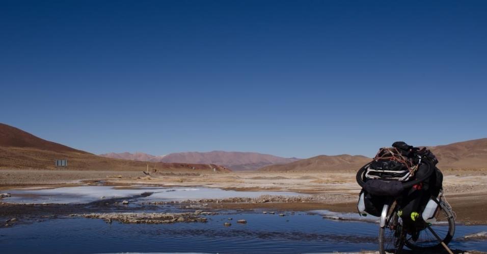 """R$ 15 no bolso e """"bicos"""": jovem percorre América Latina em viagens de bike"""