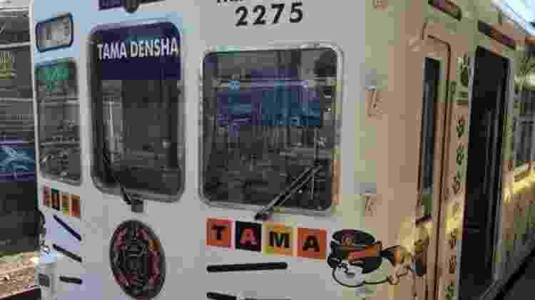 Os vagões na ferrovia são enfeitados com bigodes, pegadas e imagens de Tama - Rob Goss