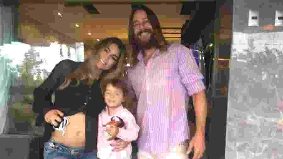 Raphaela Becker, Theo Becker e o filho Thor. Ela está grávida de uma menina  - Reprodução/Instagram