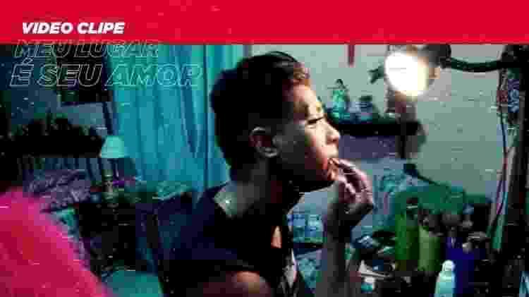 Cena do clipe de Meu Lugar é Seu Amor, de Preto no Branco - Reprodução - Reprodução