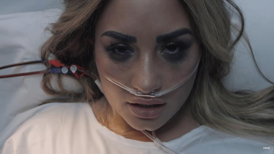 """Demi Lovato no clipe de """"Dancing with the Devil"""" - Reprodução/YouTube"""