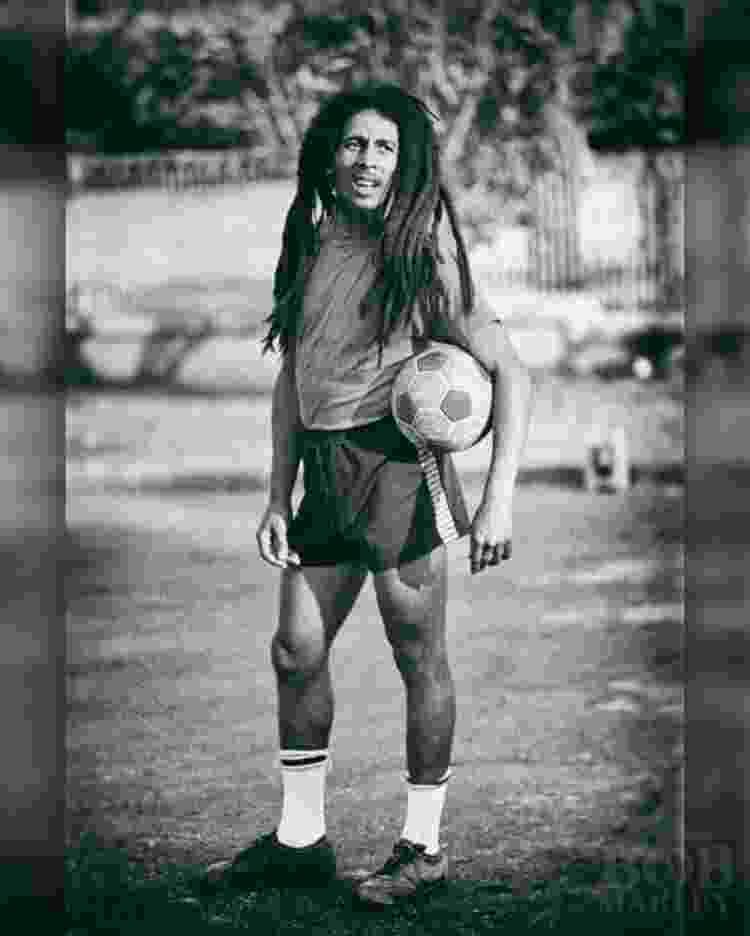 Apaixonado por futebol, Bob Marley torcia pelo Boys Town na Jamaica e pelo Santos no Brasil - ACERVO BOB MARLEY - ACERVO BOB MARLEY