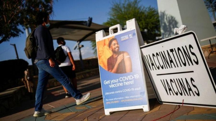 Latinos estão viajando aos EUA para receber o imunizante - REUTERS/Jose Luis Gonzalez