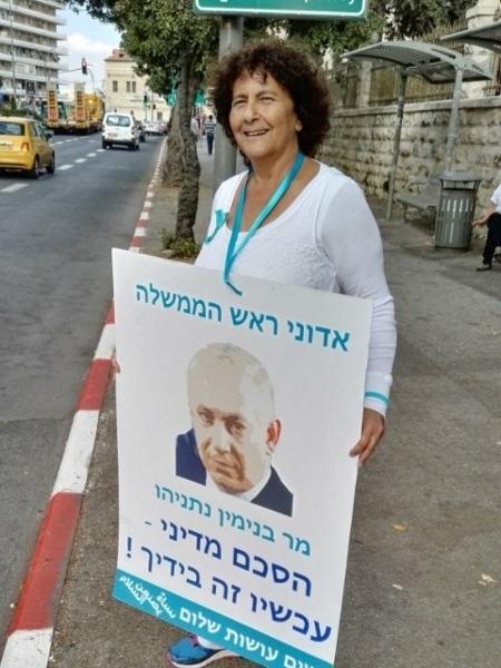 """Tânia Harvaki, de 69 anos, é uma das maiores ativistas do """"Mulheres Agem pela Paz"""" - Reprodução/RFI"""