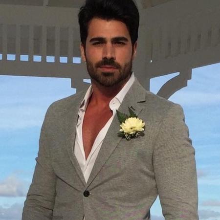 A ex-BBB Adriana publicou uma foto de Rodrigão pronto para seu casamento - Reprodução/Instagram