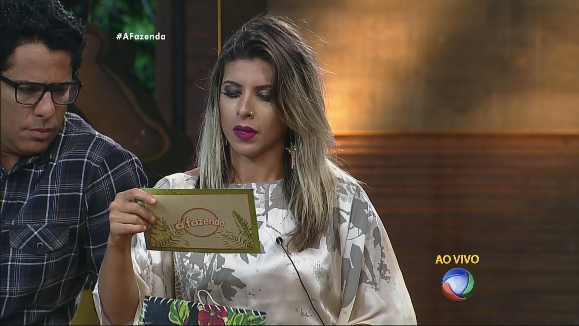10.nov.2015 - A detentora da chave da arca, Ana Paula Minerato leu o segundo envelope: