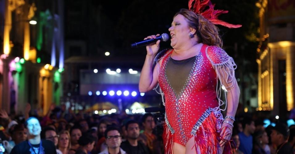 6.fev.2016 - Nena Queiroga faz um show cheio de frevo no Marco Zero no Recife