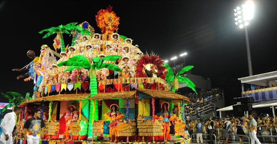 7.fev.2016 - Carro da Acadêmicos do Tucuruvi que celebra as festas juninas em enredo que festeja religiosidade do brasileiro
