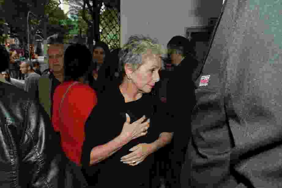 28.abr.2016- Irene Ravache chega ao velório de Umberto Magnani em São Paulo - Amauri Nehn/Brazil News