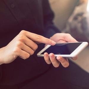 É possível contratar quase qualquer serviço por meio de app atualmente