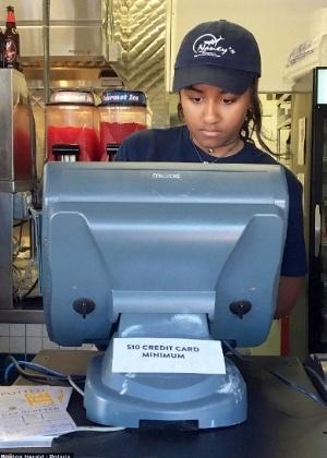 """Sasha Obama é caixa do restaurante Nancy""""s, um dos preferidos da família - Reprodução/Instagram"""