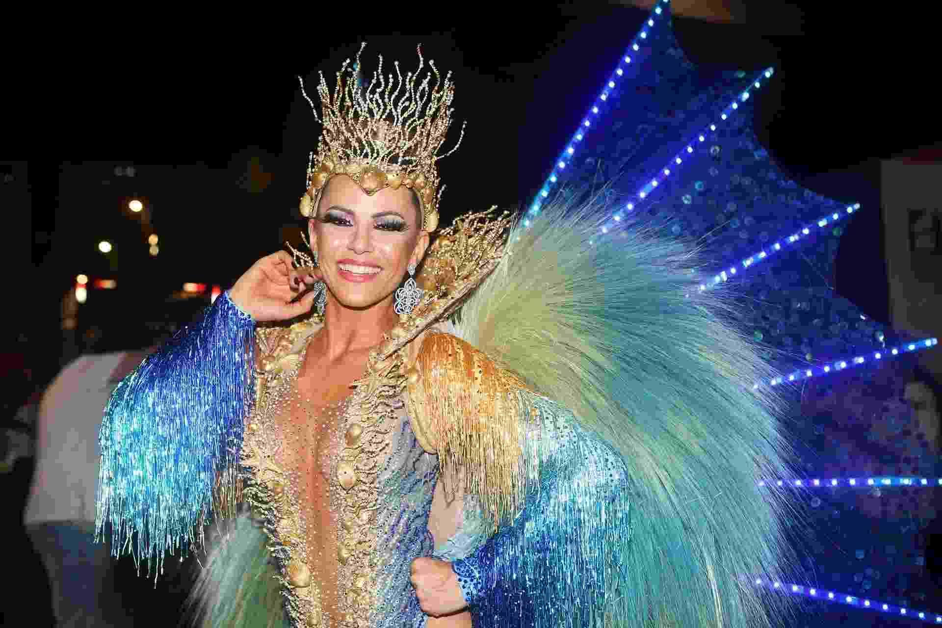 Tânia Oliveira, rainha de bateria da União da Ilha, posa na Sapucaí antes de entrar na avenida - Iwi Onodera/UOL