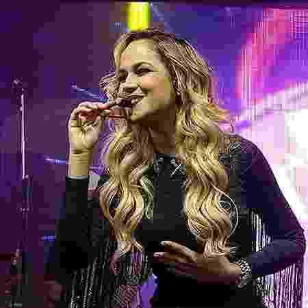 Michele Andrade deixa a banda X-Calypso - Site oficial Michele Andrade