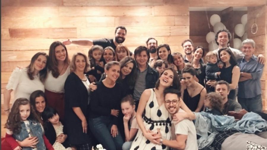 Filho de Sandy e Lucas Lima aparece em foto em família - Reprodução/Instagram/monicabenini