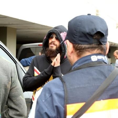 Jared Leto chega ao aeroporto do Galeão antes de se apresentar no Rock in Rio - AgNews