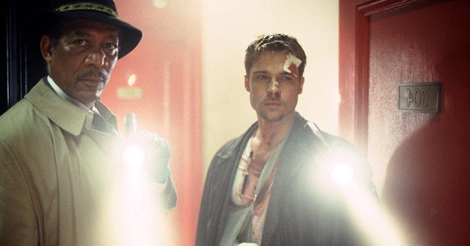 """Brad Pitt e Kevin Spacey em cena de """"Se7en - Os Sete Crimes Capitais"""" (1995)"""