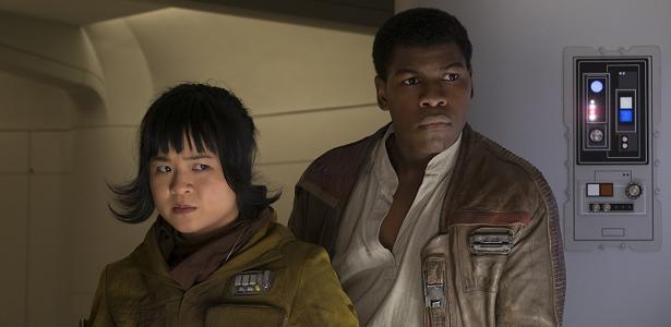 "Kelly Marie Tran e John Boyega em cena de ""Star Wars: Os Últimos Jedi"""