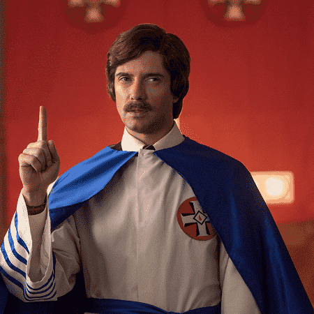 """O ator Topher Grace como David Duke em cena do filme """"Infiltrado na Klan"""", de Spike Lee - Reprodução - Reprodução"""