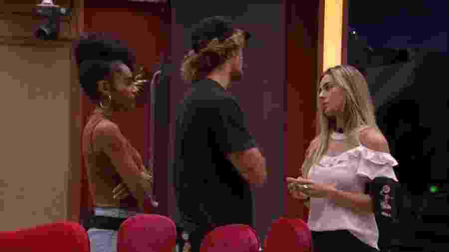 Alan, Gabriela e Paula conversam sobre Hariany e paredão - Reprodução/GloboPlay
