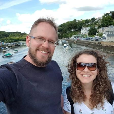 Lucas sofreu um infarto aos 34 anos, evento é considerado incomum por cardiologistas; na foto, com a esposa, Danielle - Arquivo pessoal