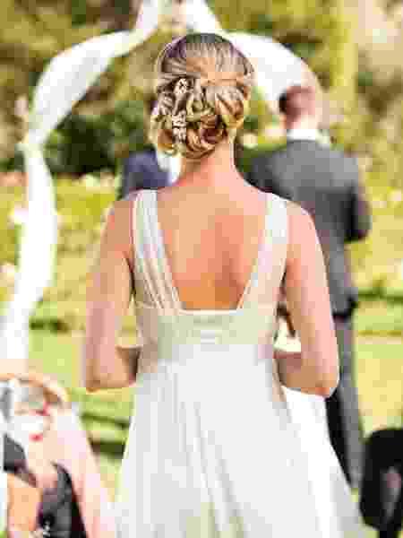 Emma entrou na igreja ao lado do pai e do filho  - Getty Images