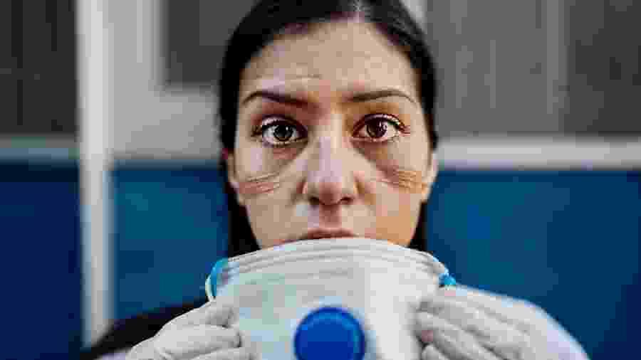 Em termos de proteção, uma boa adaptação da máscara ao rosto é mais importante do que a capacidade de filtro - Getty Images