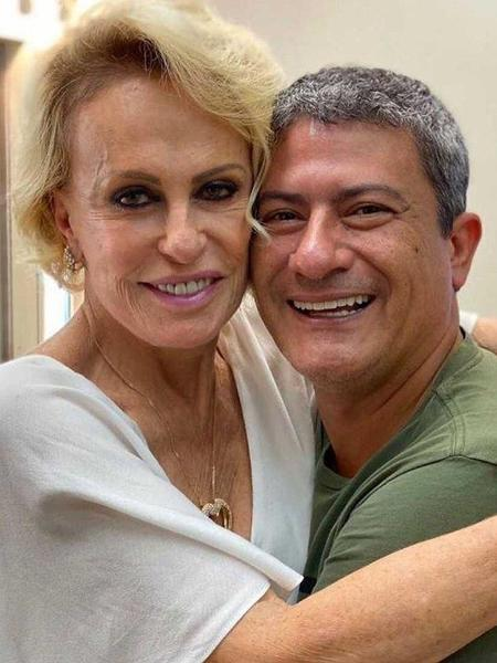 A apresentadora Ana Maria Braga ao lado de Tom Veiga, intérprete do personagem Louro José - Reprodução/Instagram