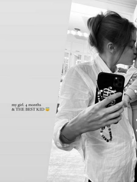 Gigi Hadid publicou a foto para comemorar os quatro meses da filha -- mas sem mostrar seu rosto - Reprodução/Instagram