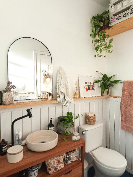 Rebeca da Silva colocou lambris no revestimento do banheiro - Arquivo pessoal