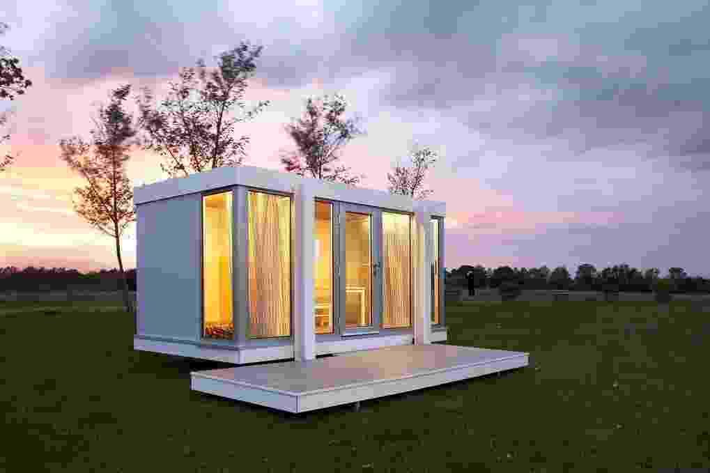 A casa de bonecas Illinois Maxi, da Smartplayhouse (www.smartplayhouse.com), tem inspiração na arquitetura moderna do século 20, como a praticada por Mies van der Rohe. Indicada para crianças de três a dez anos, a construção mede 3,10 m x 1,80 m x 1,72 m e custa 10.450 euros, o equivalente a R$ 44.995,61 I Valor referente à cotação do dia 27.10.2015 - Divulgação/ Smartplayhouse