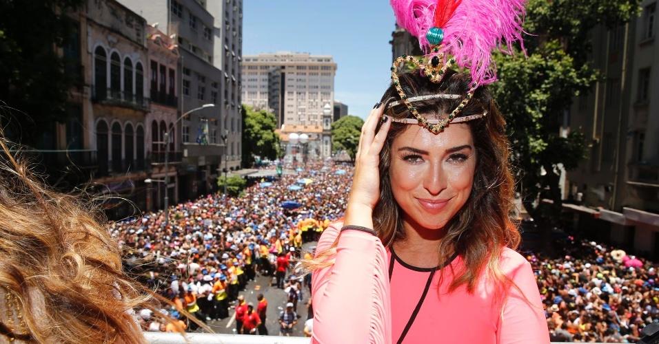 Fernanda Paes Leme também é musa da folia e se produziu para curtir a festa em cima do trio