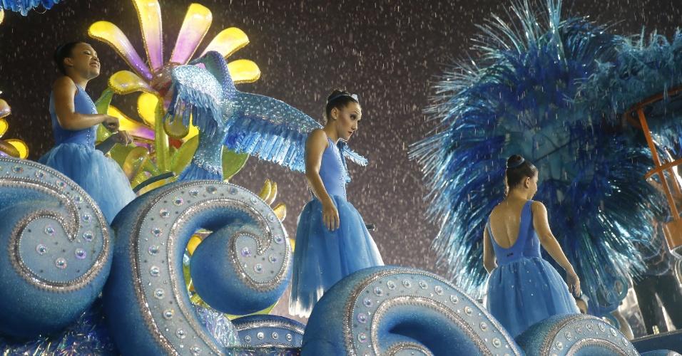 5.fev.2016 - Quase tudo pronto para o desfile da Pérola Negra, primeira escola a desfilar no Anhembi no Carnaval 2016