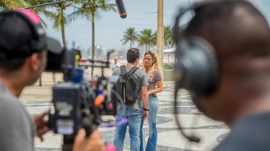 """Thiago Martins e Nanda Costa gravam """"Pega Ladrão"""" em Copacabana - João Cotta/Divulgação/TV Globo"""