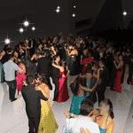 Churrasco é uma festa popular demais para você? Então que tal um baile de formatura? Cabe ali também! - Arte/UOL