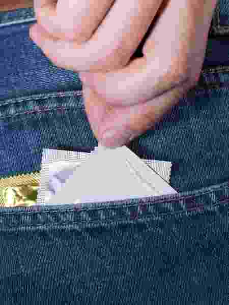 Usar preservativo é primordial para evitar a contaminação do vírus HIV - iStock