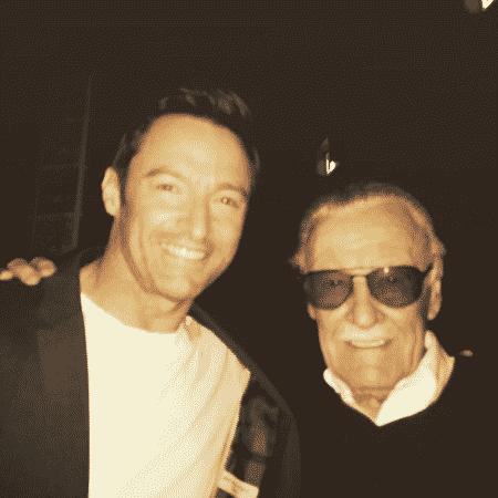 Hugh Jackman tira foto ao lado de Stan Lee - Reprodução/Instagram