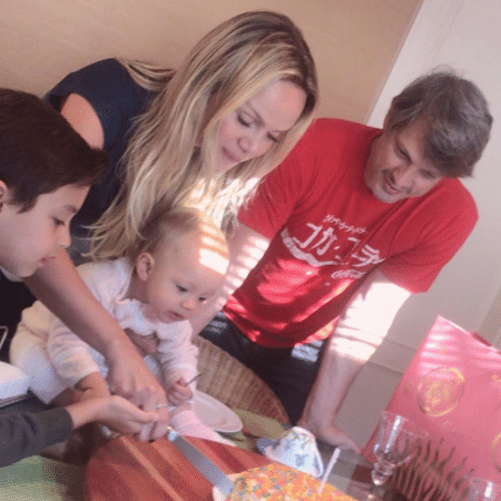 Eliana com o marido, Adriano Ricco, e os filhos, Arthur e Manuela - Reprodução/Instagram