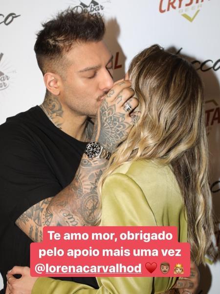 Lucas Lucco beija a noiva, Lorena Carvalho, nos bastidores de show - Reprodução/Instagram