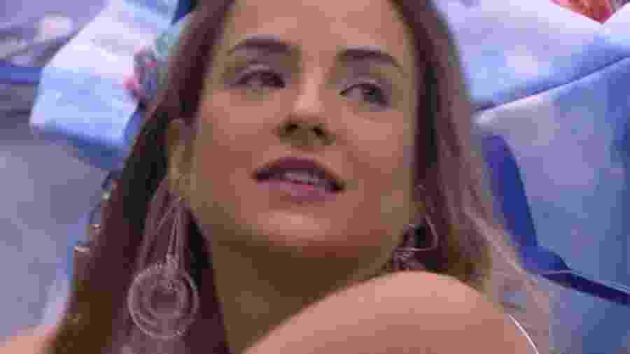 Gabi Martins em um raro momento sem cantoria - Reprodução/Globoplay