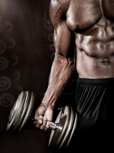 O tipo de pegada pode muda a ativação de alguns músculos no exercício  - iStock