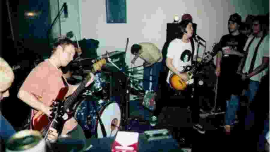 Foo Fighters em seu primeiro show, em 1995 - Reprodução/Twitter
