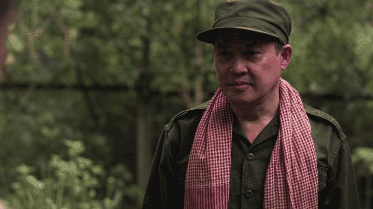 Representação de Ieng Sary, líder do Khmer Vermelho, no filme 'Sergio' - Reprodução/Netflix
