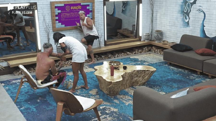 A Fazenda 2020: Peões levaram comida da festa Neon para dentro da sede - Reprodução/Playplus