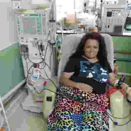 Neila fazendo hemodiálise - Arquivo pessoal - Arquivo pessoal