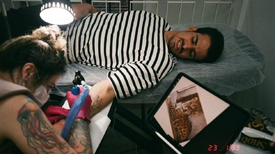 Enzo Celulari faz nova tatuagem no braço - Reprodução/Instagram