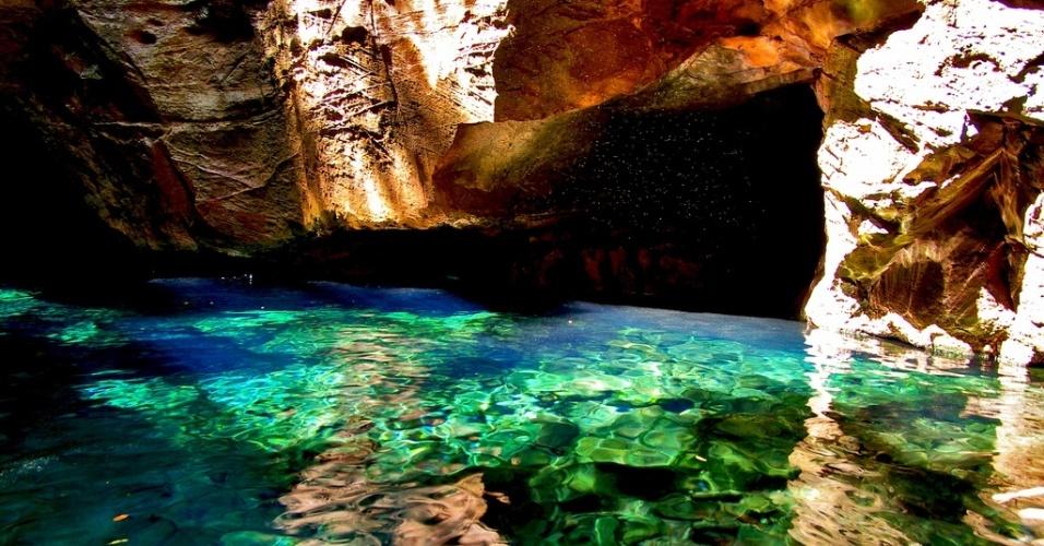 A água do Poço Encantado, na Chapada das Mesas, é cristalina