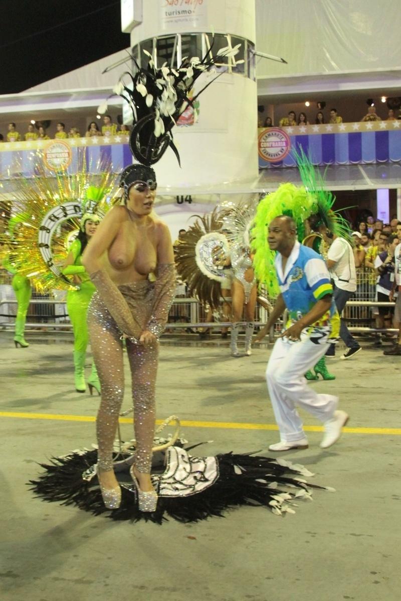 6.fev.2016 - Ju Isen tentou entrar na avenida com um tapa-sexo que protestava contra a presidente Dilma